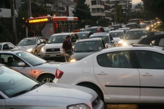 """Experto desahucia sistema de transporte de Santiago: """"No tiene solución y congestión irá en aumento"""""""