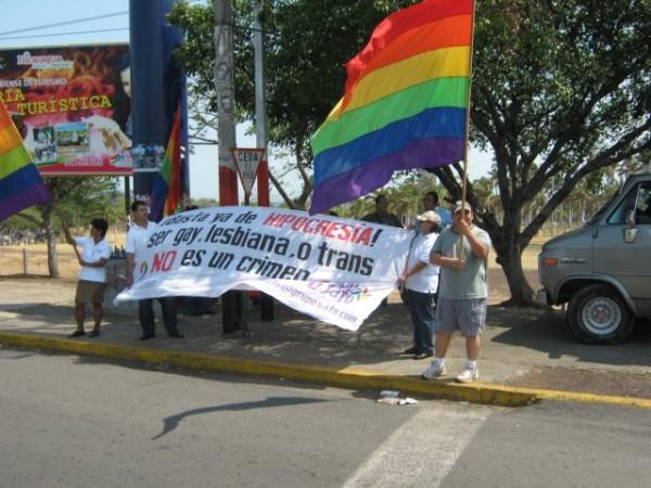 Grupos LGTB protestan mundialmente contra la Iglesia Católica por casos de pedofilia