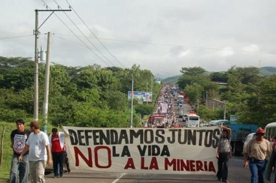 Minera canadiense sospechosa de asesinar opositores demandó al estado salvadoreño frente al Ciadi