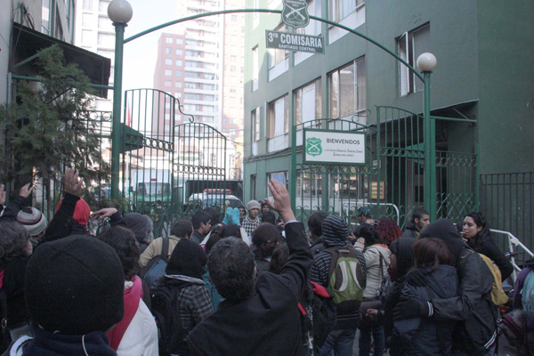 Toma de estudiantes del 'Confe' culmina con 38 detenidos que serán citados a fiscalía