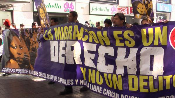 Inmigrantes peruanos marchan a La Moneda y exigen al Gobierno nueva regulación migratoria