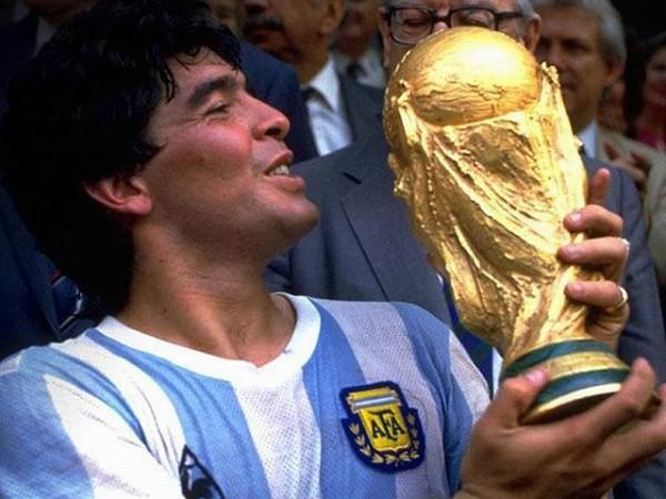 Fútbol: de pasión de multitudes a negocio billonario