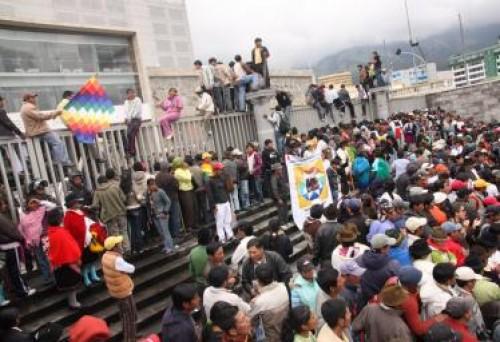 Indígenas se apoderan de la Asamblea Nacional de Ecuador