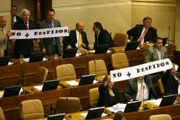 Diputados oficialistas aprueban despidos en el Mineduc
