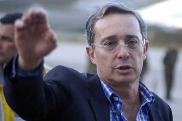 Protestas por entrega de premio a Álvaro Uribe en España