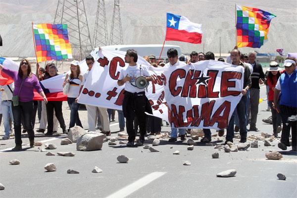 Calameños se toman ruta a Chuquicamata en rechazo a royalty