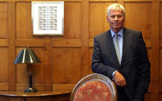 Platovsky ordena cortar agua a clanes rapa nui