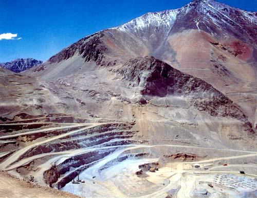 Justicia argentina ordena que minera de Luksic se haga cargo de desechos tirados en ese país