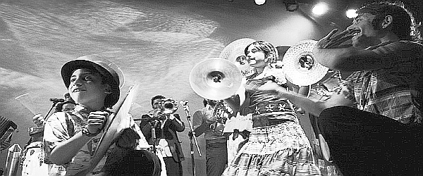 Banda Conmoción en Fiesta Bailable Familiar