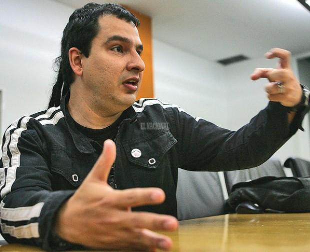 """Rafael Uzcátegui, autor de Venezuela: La Revolución como Espectáculo: """"La popularidad de Chávez no es una garantía a su favor"""""""
