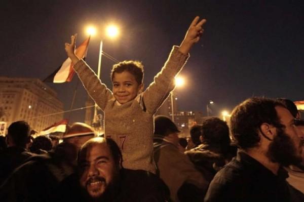 Triunfa el pueblo de Egipto: Mubarak huye de El Cairo y trasfiere el poder al Ejército