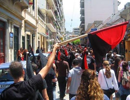 Embajada chilena en Grecia es tomada en solidaridad con detenidos por el caso bombas