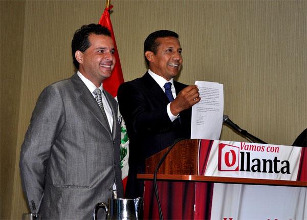 Ollanta Humala firma compromiso con el pueblo peruano