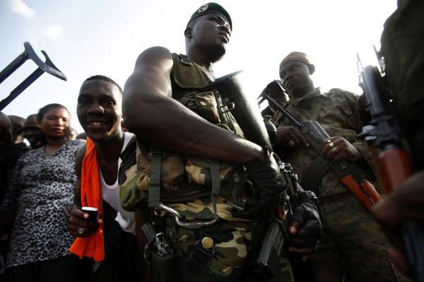 Tras Libia, Francia se mete en Costa de Marfil