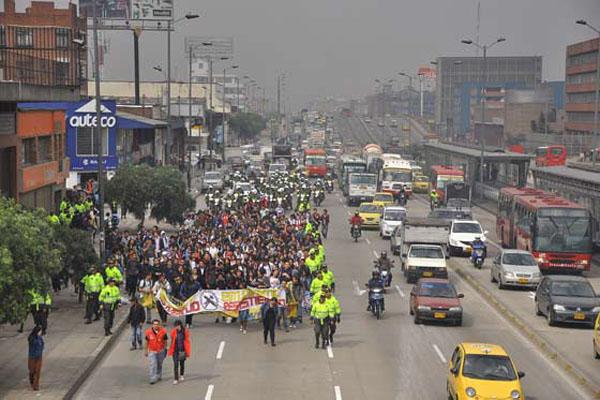 Estudiantes marchan en Bogotá contra reforma a la educación superior