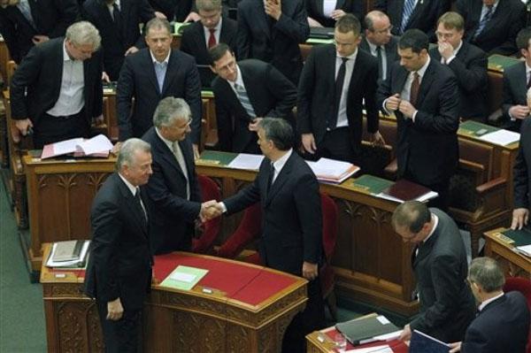 Hungría adoptó una nueva constitución ultra-conservadora