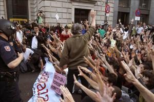 """Los """"indignados"""" movilizan sus protestas frente al Congreso español"""
