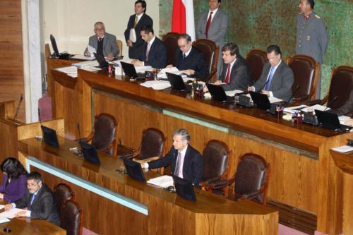 Cámara de Diputados aprueba veto presidencial que repone reajuste del salario mínimo