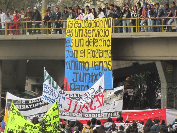 En Colombia detienen a dirigentes universitarios