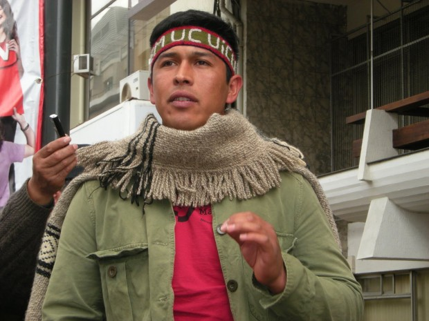 """Werkén Mijael Carbone huye de persecución policial chilena y pueblo mapuche llama a """"estar atentos"""""""