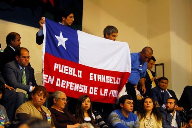 """Evangélicos y su rechazo a Ley Antidiscriminación: """"Hay en Chile 13 senadores que son permeables al Espíritu Santo. ¡Aleluya!"""""""