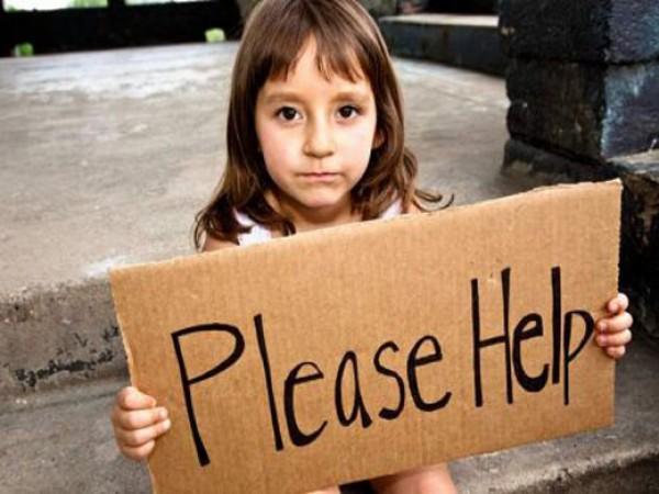 Multan a pareja por alimentar a personas sin hogar