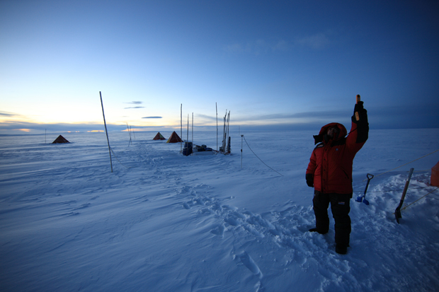 Científicos chilenos y brasileños buscan conocer el clima del futuro investigando la Antártica