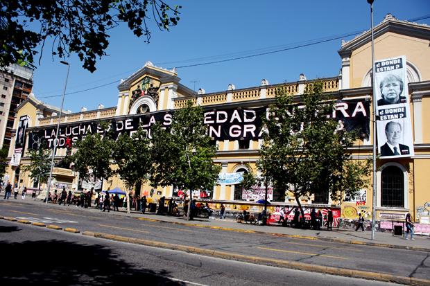 Marcelo Gamonal: El artista que hizo su galería en la toma de la casa central de la U de Chile
