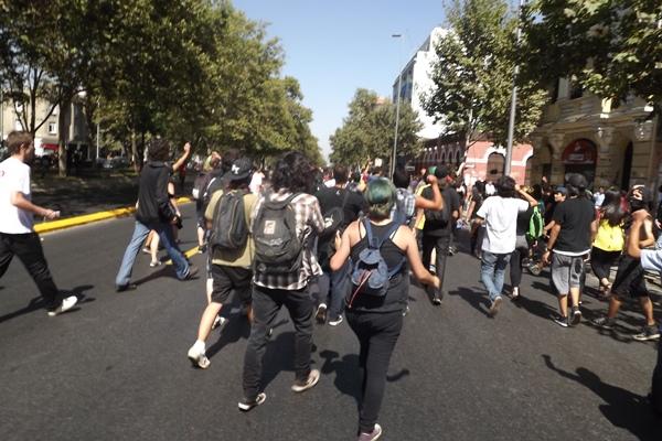 Cientos de estudiantes marcharon por Santiago