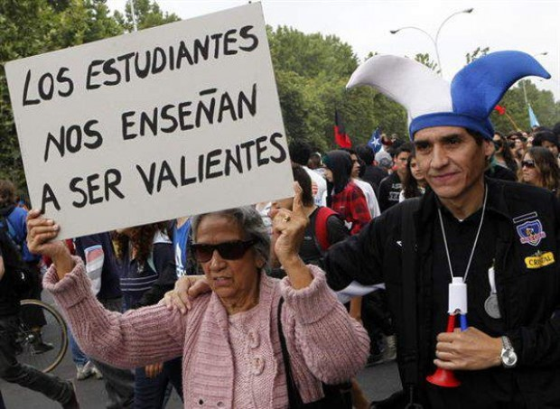 Ayer: intervención militar y desmembramiento institucional de las universidades chilenas. Hoy: conservación de sus enclaves autoritarios…