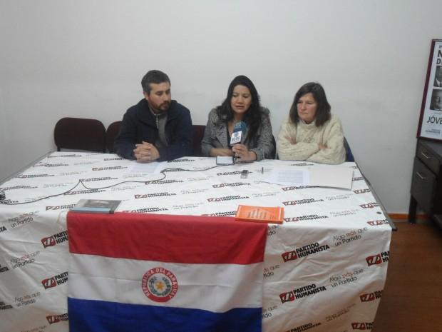 Paraguayos residentes llaman a evitar violencia y Unasur señala que destitución de Lugo afecta la democracia