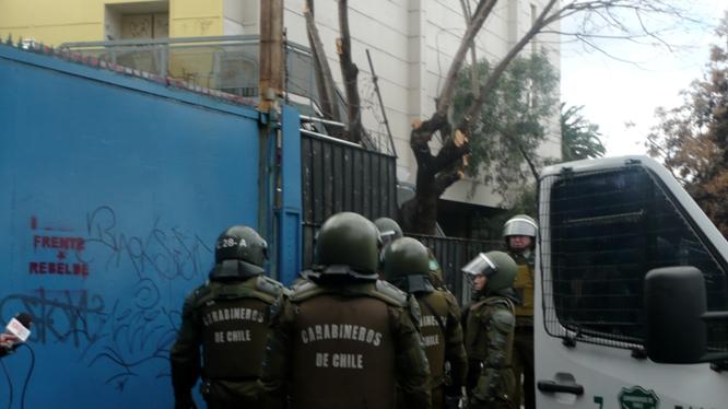 Estudiantes secundarios alteran el orden impuesto en Chile