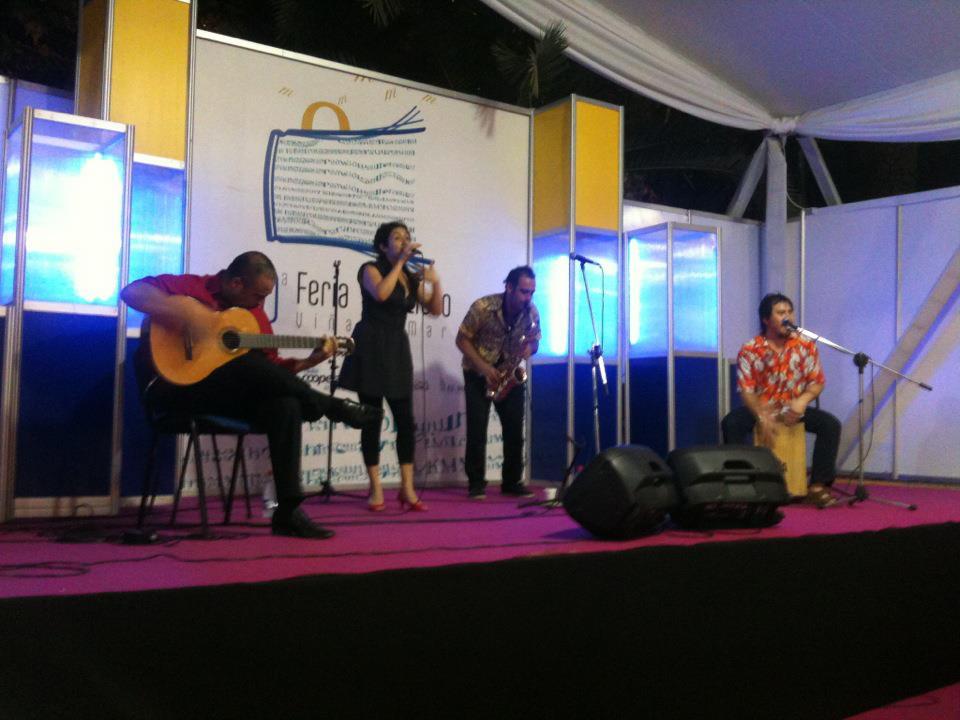Valparaíso: El trío Calentín, se bandea con su música gratis en Ritual