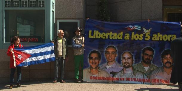 [VIDEO] Manifestantes chilenos entregaron carta para Obama pidiendo la liberación de cinco presos cubanos en EEUU