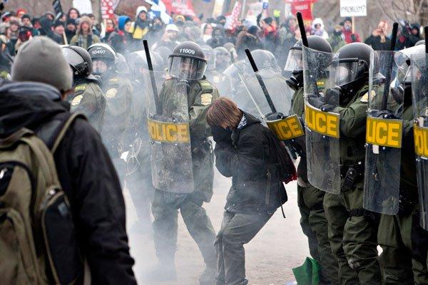 Estudiantes de Canadá movilizados son nuevamente reprimidos por la policía