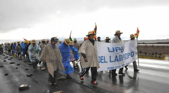 """Bolivia: Indígenas """"Urus"""" marchan a La Paz, para exigir respeto por su territorio"""