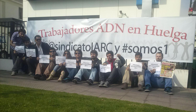 Trabajadores de Radio ADN cumplen 5 días en huelga