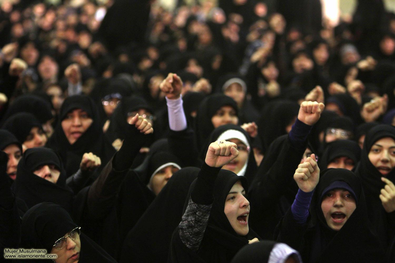 """Periodista egipcia se quita el velo en directo ante un imán: """"Lo uso por Dios, no por ti"""""""