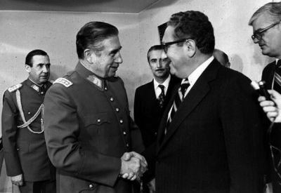 Ex periodista de la BBC: Kissinger debería ser arrestado si ingresa a Chile