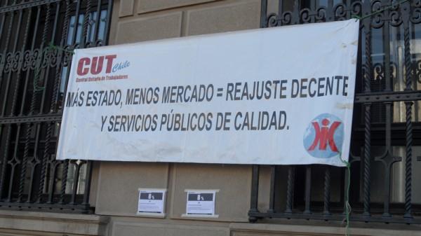 Funcionarios municipales mantienen paralización indefinida hasta conseguir respuesta por parte del gobierno