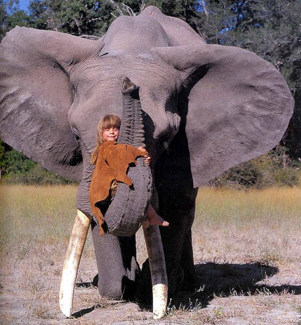 La vida real de 'Mowgli': La niña que creció en la vida salvaje de África