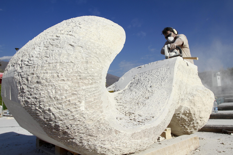 Multitudinario concierto de Roberto Bravo presenta esculturas del Primer Simposio de Peñalolen