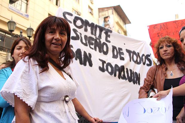 Allegados y deudores habitacionales protestan en las puertas del MINVU