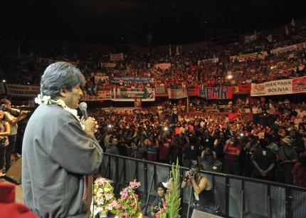 Miles de chilenos apoyan a Evo Morales en su demanda por una salida al mar