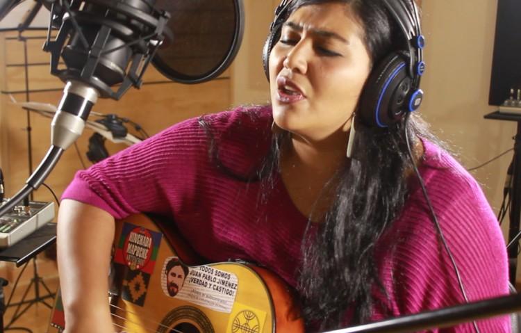 Daniela Millaleo, cantautora mapuche: «Sin resistencia nuestra cultura ya no existiría»