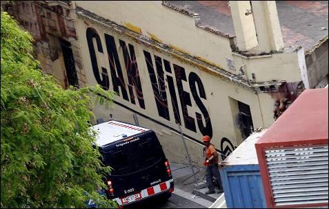 Disturbios en Barcelona por desalojo del centro social Can Vies
