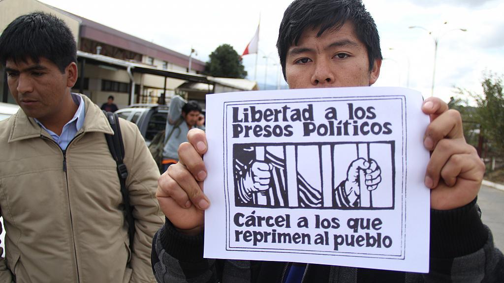 Familiares y dirigentes sociales se toman cárcel de Angol pidiendo indulto para comunero que agoniza