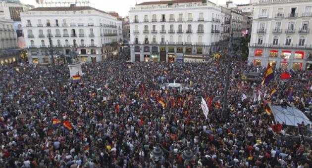 Miles de personas reclaman referendo constituyente en España
