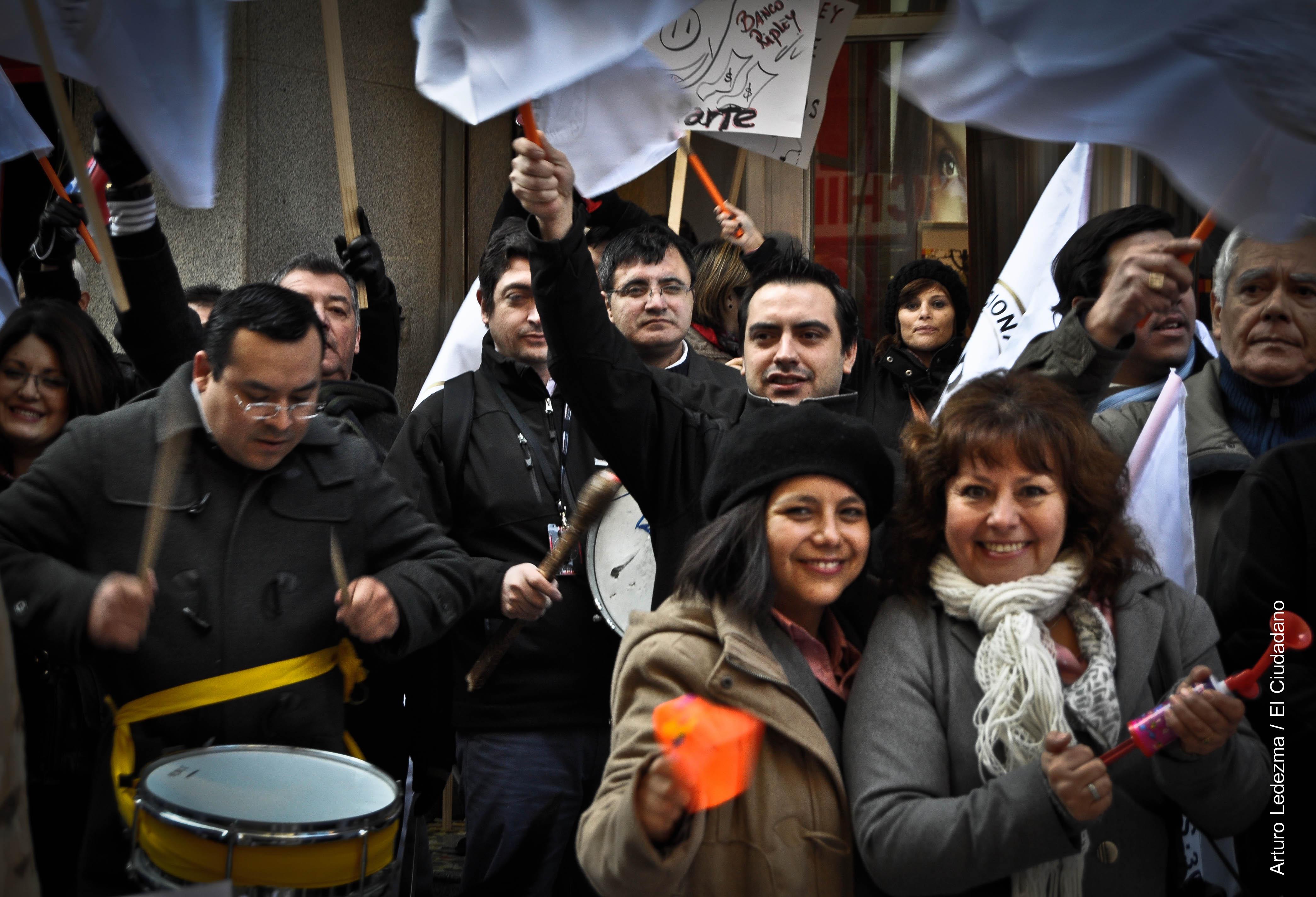 Trabajadores de Banco Ripley deciden ir a huelga