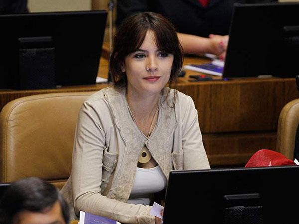 Reducción de jornada laboral: Camila Vallejo señala que «no es una propuesta loca»